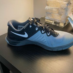 Black and Grey Nike Metcon 2- fly wire